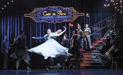 大银幕和舞台 你更爱哪版灰姑娘?