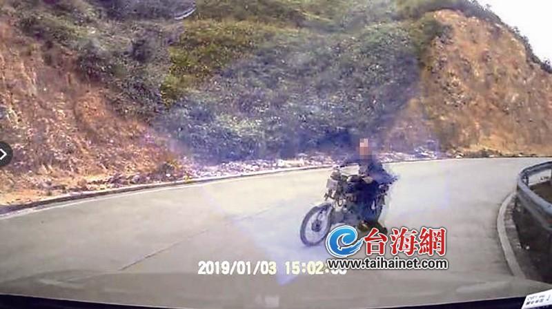 酒后无证驾驶无牌摩托车 老人撞车身亡担主责还要赔钱