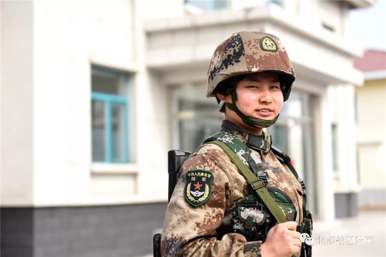 《极速时时彩注册》_当女兵啥体验?看她们让颜值和战力齐飞!(4)