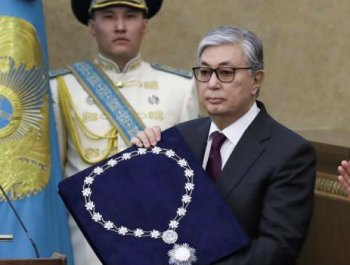 托卡耶夫宣誓就任哈萨克斯坦临时总统