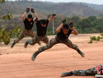 中柬两军联合训练举行联合反恐演练
