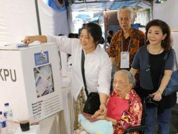 印尼舉行大選 105歲華人大媽投票