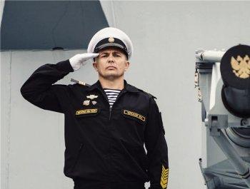 敬礼,以海军之名