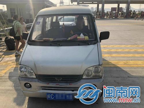 《极速时时彩》_男子开未年检车辆上高速 被查出没有驾驶证(2)