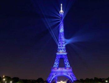 """巴黎埃菲爾鐵塔上演""""燈光秀""""慶祝落成130周年"""