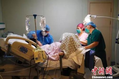 《加拿大时时彩怎么买》_2018年中国出生人口1523万 二孩占五成左右(2)