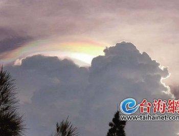 鹭岛上空惊现绚丽七彩云