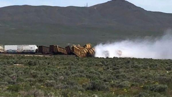 1列载满美军弹药的火车在美内华达州脱轨