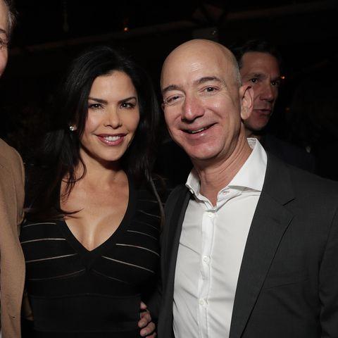 贝索斯正式离婚:前妻分得380亿美元,网友:离完婚他还是世界首富(2)