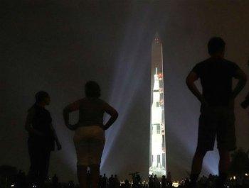 """華盛頓紀念碑""""變身""""登月火箭"""