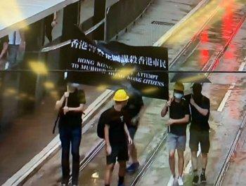 香港示威者只敢露两只眼