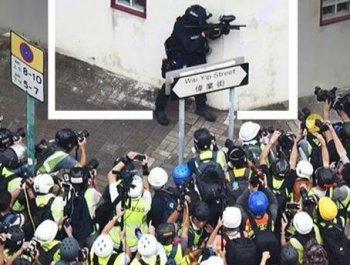 """香港街头,只有他的""""镜头""""对准暴徒"""