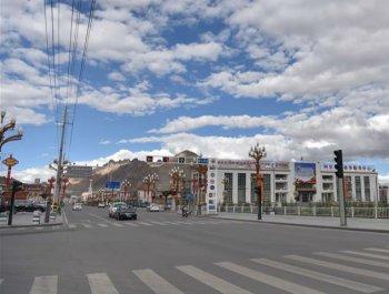 藏西重鎮紅柳灘上建起人間新城