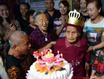 成都老人迎119歲生日 六世同堂