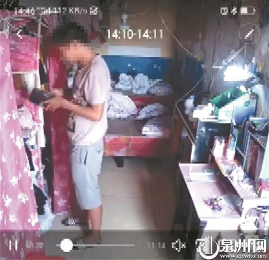 男子潜入女宿舍无视监控 翻箱倒柜偷钱洗了澡离开