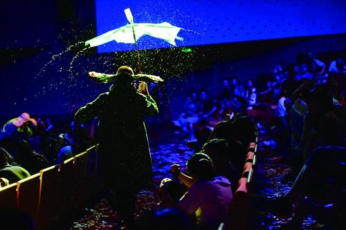 魔幻大秀《斯拉法的下雪秀》亮相鹭岛