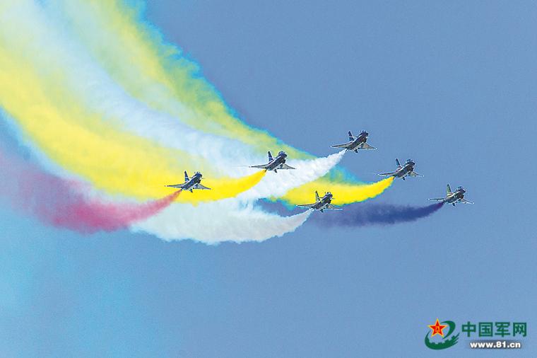 空军八一飞行表演队队长:我和五星红旗一同高飞