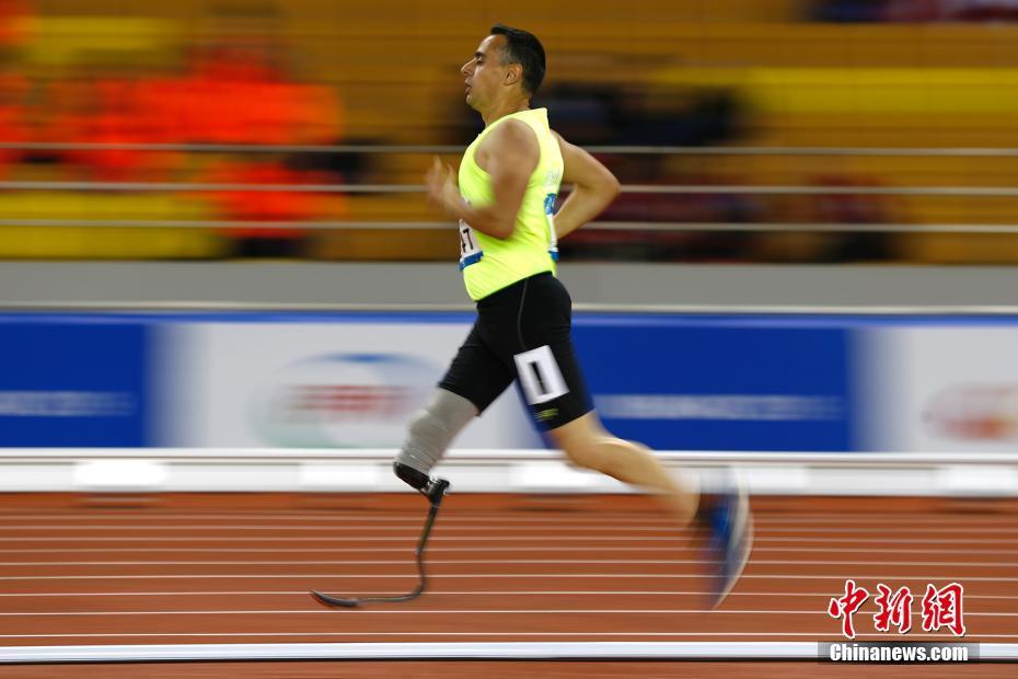 残疾运动员军运会田径赛场上尽显拼搏精神(2)