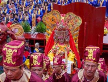 湄洲島舉行媽祖祭典
