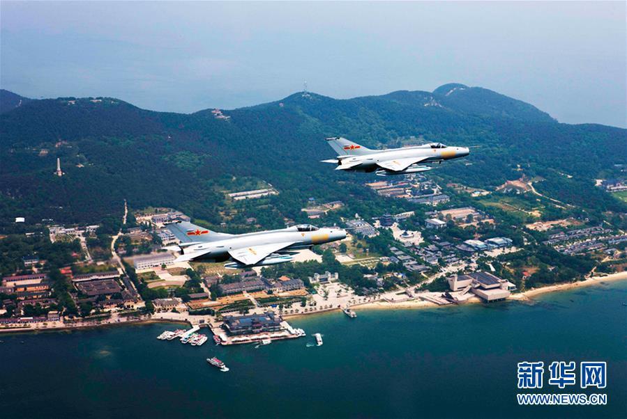 阳光照耀奋飞的航程――党中央、中央军委和习主席关心人民空军建设发展纪实(2)