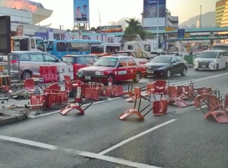 暴徒堵道纵火欲瘫痪交通 香港10多间大学被迫停课