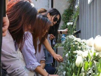香港市民悼念被暴徒伤害不治身亡的70岁老伯