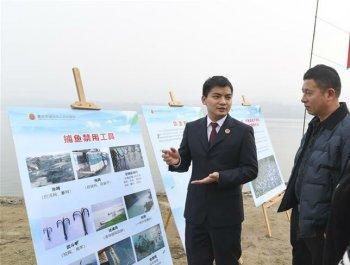 長江邊上的禁漁宣傳