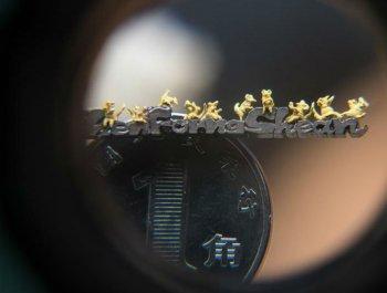 臺灣藝術家微雕黃金小老鼠迎鼠年