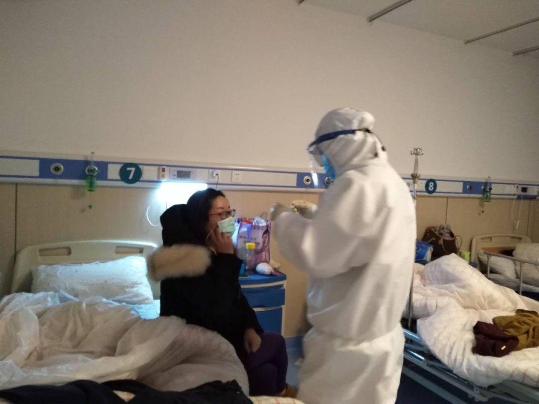 援鄂医生日记曝光 这10个病房的故事让人落泪�。�4)