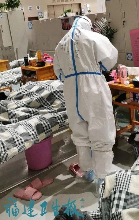 出发时没哭,想家人没哭,送患者出院时哭了……福建医护在武汉的这些小温暖(2)