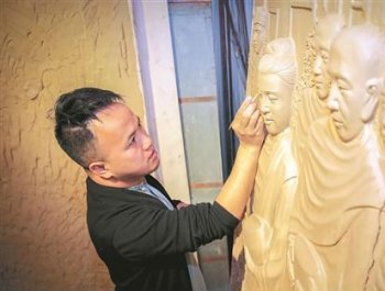 """陶艺匠师陈建评:创作国内最大""""中国白""""浮雕"""