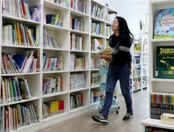 """""""牛老师""""和她的八千本书"""