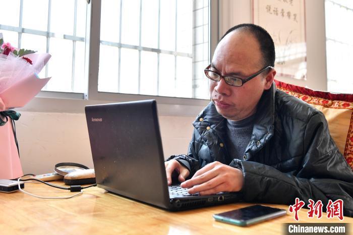 """三明大田""""渐冻人"""":卧病在床30年笔耕不辍"""