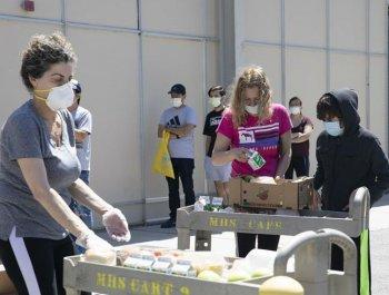 美国加州:领取免费食物