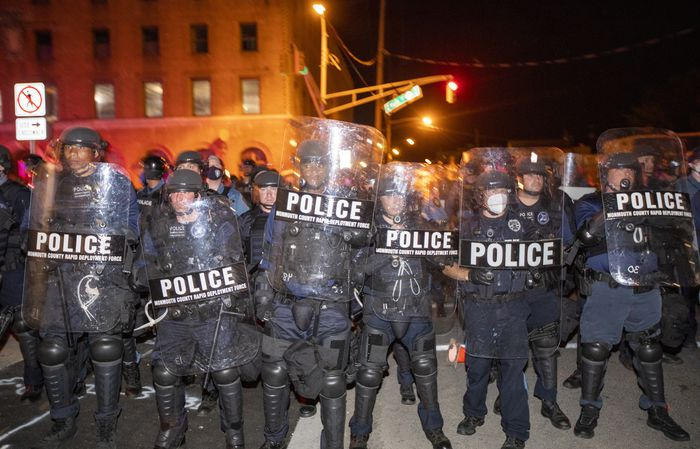 美国记者直播警察清场被抓:关5个小时 还收到传票(现场)