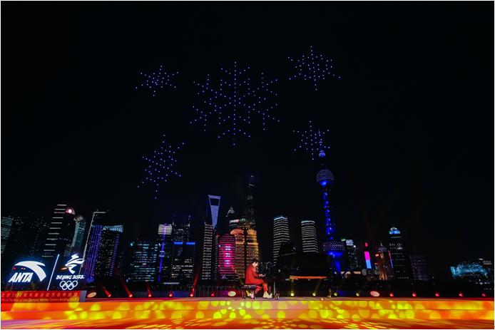 安踏发布北京2022年冬奥会特许商品国旗款运动服装