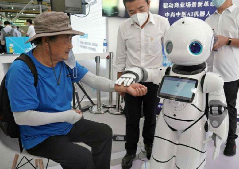 """機器人中醫""""坐診""""服貿會"""