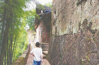 """""""長""""在懸崖上的古村——黃儒"""