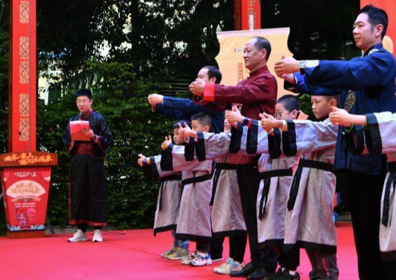 """""""偶們""""共傳承 兩岸青少年同習木偶非遺文化"""