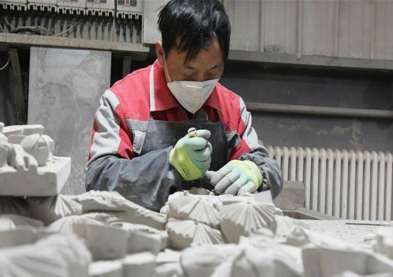 甘肅臨夏 :非遺磚雕產業拓寬增收路