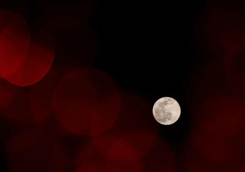 十五的月亮十六圆