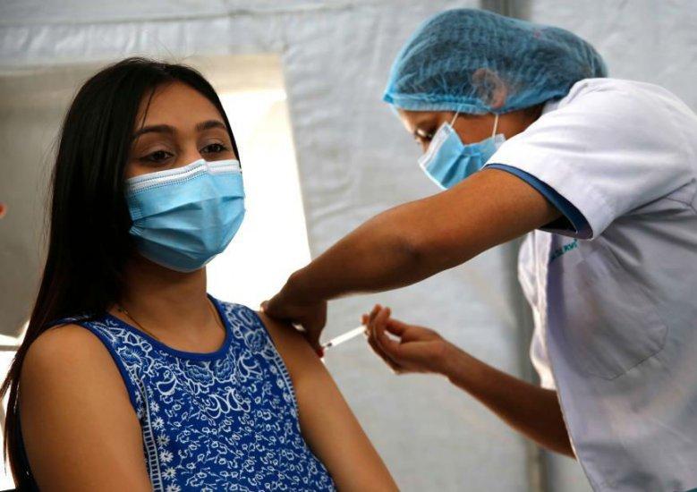 尼泊尔民众踊跃接种中国援助新冠疫苗