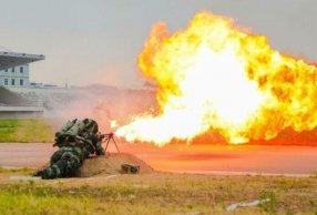 防化兵喷火训练