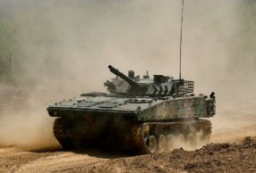 装甲车驾驶训练