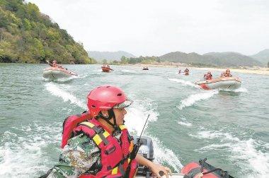 光泽县蓝天救援队水域救援训练