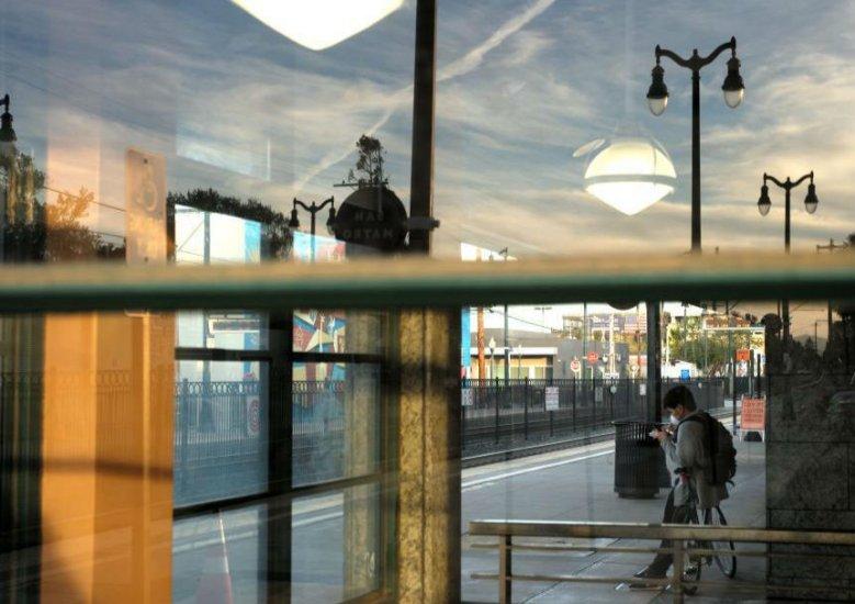 美��:公共交通��制口罩令延�L至9月