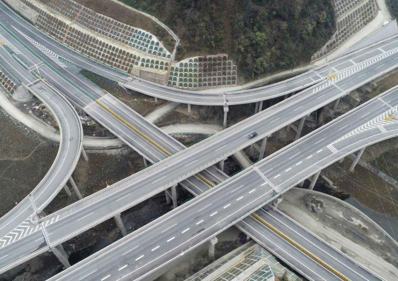 沿著高速看中國|座座大山 條條坦途