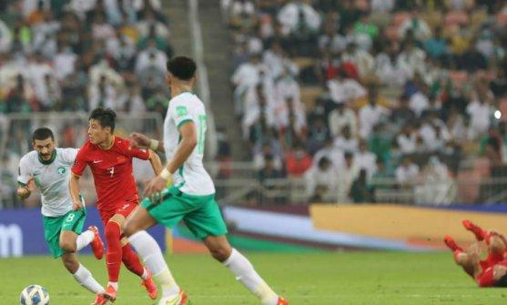 世预赛12强赛:中国队不敌沙特队
